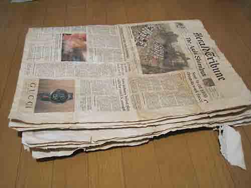 新聞の紅茶染め2