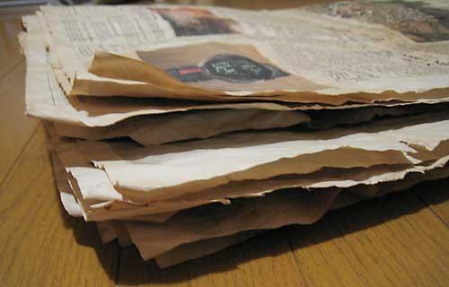 新聞の紅茶染め3