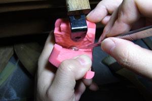 【アクセサリーの作り方】ゴムを切り開く